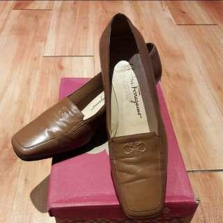 Ferragamo 駝色方頭復古跟鞋(8.5)