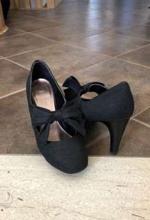 Very comfy bow tie heels - Size 7.5 - Naturalizer