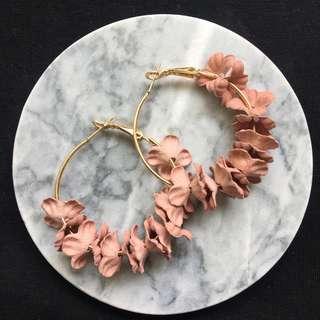(CURRENTLY OOS) Caroline Floral Hoop Earrings in Light Pink