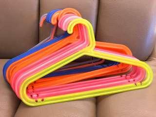 14 Kids hangers