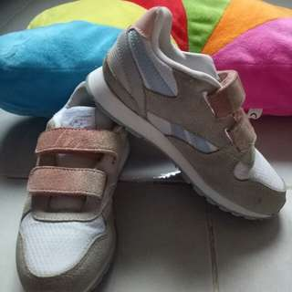 REPRICED! Reebok rubber shoes for girls