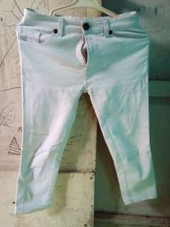 Jeans putih 3/4