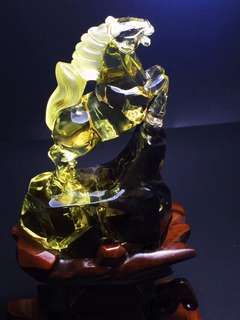 Natural yellow crystal zodiac horse.