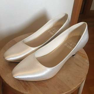 全新白色日本絹面鞋