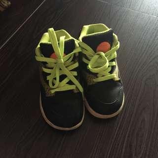 Reebok high cut shoes