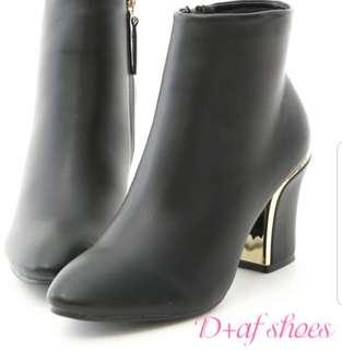 🚚 D+AF 全新素面鍍金短靴(黑)