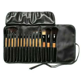 NETT & NO BARTER ! Brush set make up