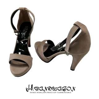 【H.BANDWAGON】裸色美背繞踝扣帶防水台一字高跟涼鞋