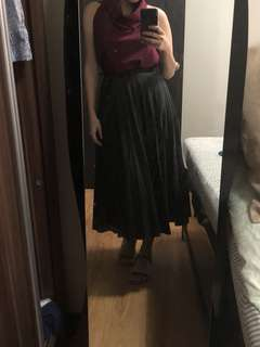 Uniqlo pleat d skirt