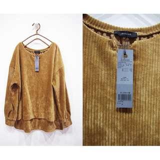 這裡 Zhè lǐ日本專櫃品牌JEANASIS焦糖卡其色燈心絨小V領質感長袖衫