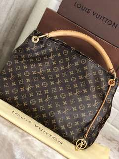 Louis Vuitton Artsy Monogram Handbag