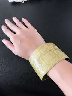 excellent conditon Green croc cuff from South africa. Best for wide wrists - loose one me