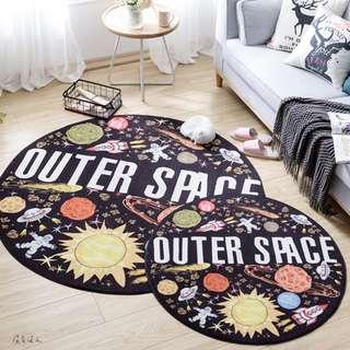 太空旅行。太空人火箭 宇宙 星星 行星 大爆炸 童趣圖案 木地板防刮 保暖 書房 腳踏墊 踩腳墊 設計 樣品屋。沒有沒人