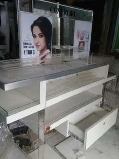 Counter/make up table