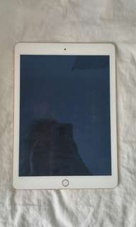 Ipad air 2 2017 model 1 year barely used