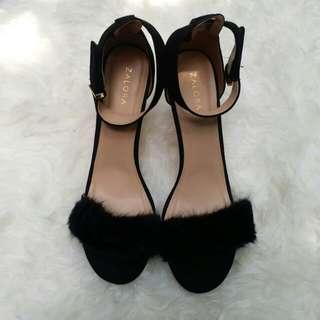 Sepatu heels bulu
