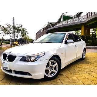 全額貸。2004年 BMW530 白 日規 外匯 天窗 恆溫 多功能方向盤 可履約保證無事故泡水非營業用車