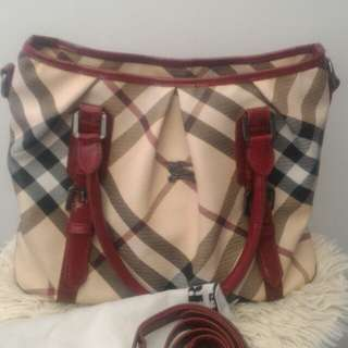 Branded bag (Burberry)