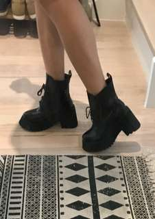 Festival platform black boots