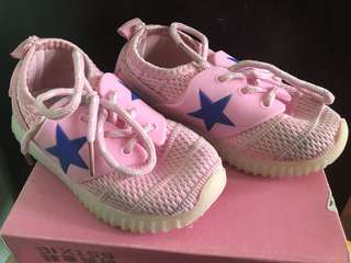 Baby girl pink rubbershoes