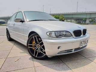 【廠牌】: BMW 寶馬 【型式】: 330i 銀色黑內裝 【年份】:2002年 【排氣量】:3.0L 【檔位】:手自排  【售價】:28萬8 【地區】: 士林 【車況】:  天窗 正AC18吋前後配鋁圈 正AC避震器 正AC引擎室拉桿 Smg變速箱 D2 Sport前大4煞車卡鉗  前中尾Superspring排氣管  📲Line:King09091988      有興趣歡迎 Fb私訊 Jin Ming