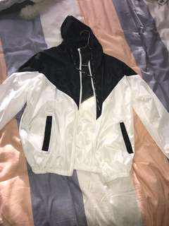 Romwe Black and white windbreaker