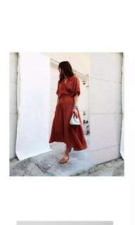 🚚 歐美女神V領後縮腰長洋裝-磚紅色