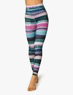 Beyond yoga printed leggings in size xs