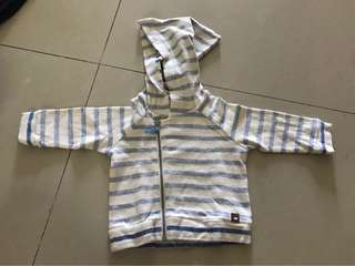 Hnm sweater size 2-4m like new