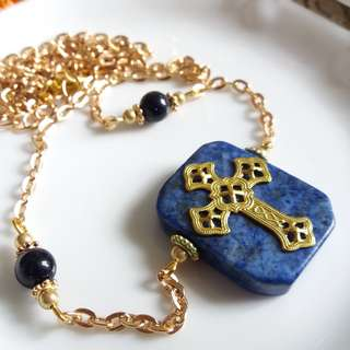 ✨ 美國黃銅壓鑄十字架配阿富汗青金石及藍金沙石頸鏈 ✨