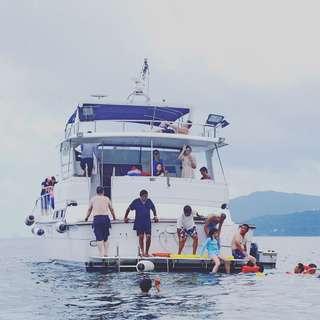 又就快到船P季節大家有興趣船P可以找我訂船最多可容納33人設備齊全夏天熱辣辣最啱船P[奸笑][奸笑]。   5月至10月價錢 星期1-5 $9900 星期六,日 $14900 包快艇,水上活動,滑水,香蕉船,飛碟,午餐 還有唱k房間勁喇叭🚤🚤⛱。有意請聯絡我😎