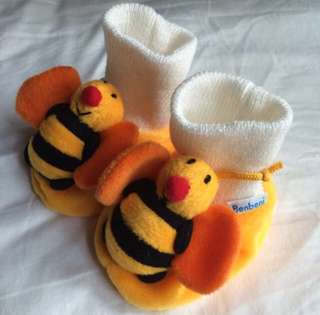 Bee socks 0-6 months