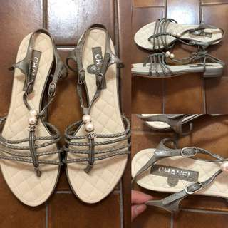 35.5 New Chanel leather with pearls sandals