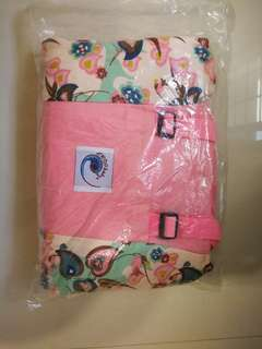 全新婴儿背带(无包装盒)pink baby carrier,no outer packaging, only clear plastic bag.