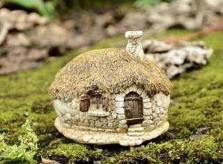 Miniature terrarium country house cottage decor