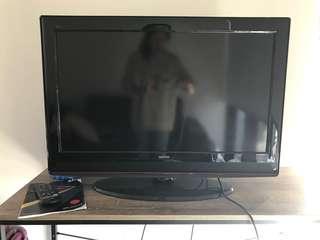 """SONIQ 32"""" TV"""