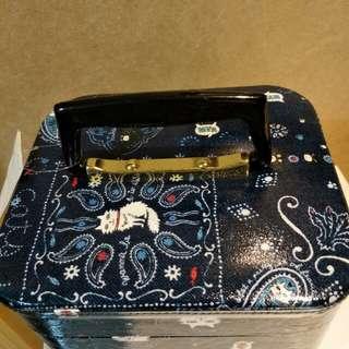 日本製造 典雅貓咪置物盒