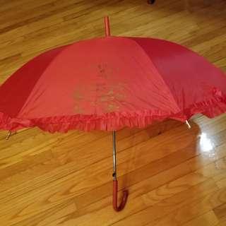 红傘结婚新娘