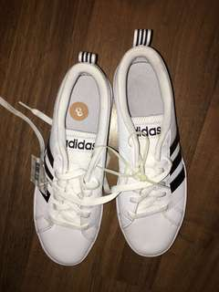 👟*NEW* Adidas Shoes