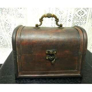 二手嬸嬸家的N年前購於日本手提迷你木製珠寶箱