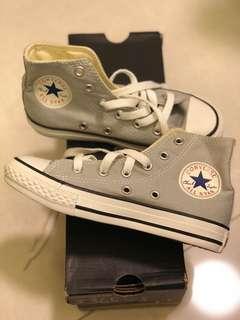 平放 Converse 童鞋