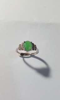 天然翡翠配925銀鑲嵌戒指,活圈口,出位價$450。