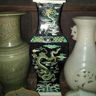 康熙黑地素三彩方瓶(六字款)86218574
