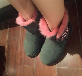 brand new authentic UGGS winter boots sheepskin