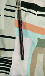 Crayon liner Maybelline (Hitam)