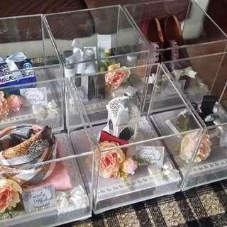 Customised Gift trays / Gubahan hantaran.
