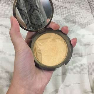 Becca Champagne Gold Highlighter