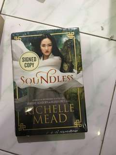 Soundless - Richelle Mead hardcover
