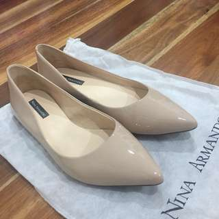 Pointed nude flats size 6