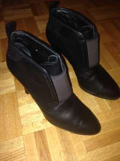 Tods size 7 booties